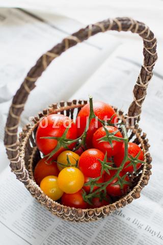 トマトと籠