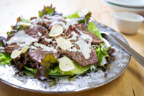 シーザー風 牛タンサラダ
