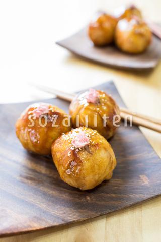 桜ご飯の肉巻きおにぎり