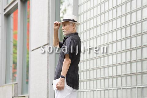 帽子を被ったシニア男性