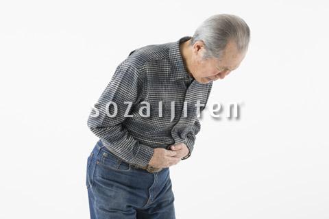お腹が痛むシニアの男性
