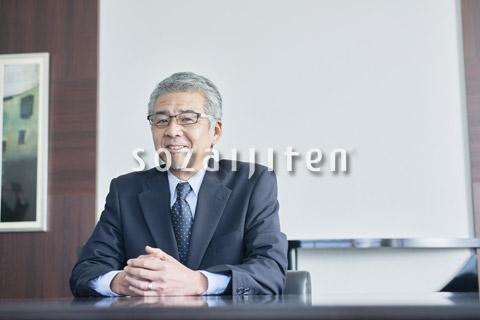 笑顔のシニアのビジネスマン