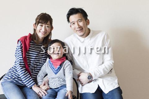 家族3人のポートレート