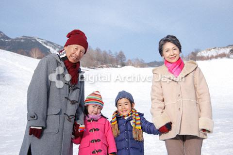 冬の祖父母と子供達