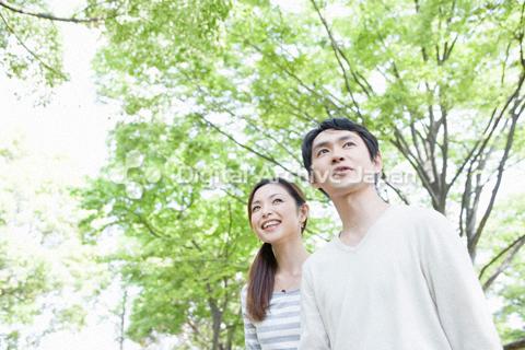 緑の中のカップル