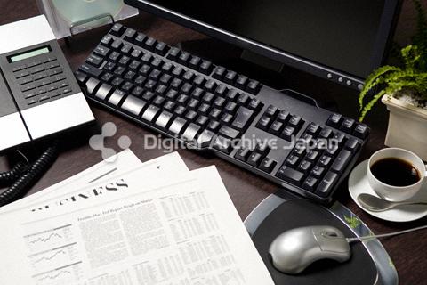オフィスのデスクイメージ