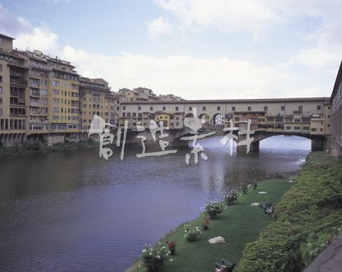 ヴェッキオ橋とアルノ川