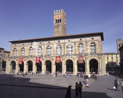 ボローニャのマッジョーレ広場とポデスタ宮殿