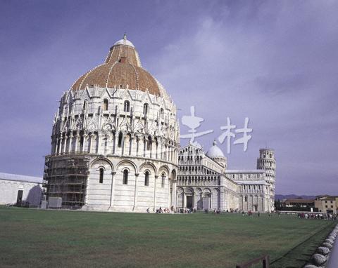 ピサの礼拝堂と斜塔
