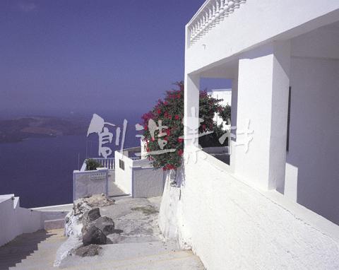 フィラの町並とエーゲ海