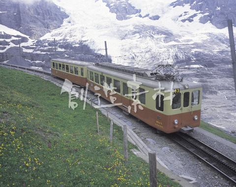 アイガー氷河の登山電車