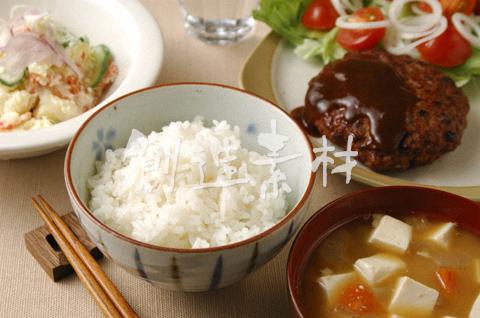 ご飯と味噌汁とハンバーグ