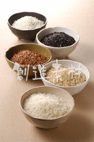 5種類の米(白米・玄米・赤米・黒米・もち米)