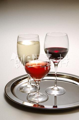 3種類のワイン(赤・白・ロゼ)
