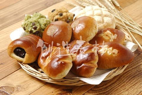 6種類のパン(あんぱん・ジャムパン・クリームパン・メロンパン・コロネ・蒸しパン)