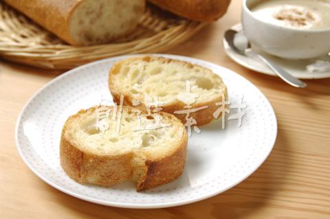 フランスパン(バタール)とカプチーノ