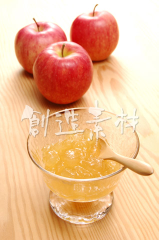 リンゴジャムと3個のリンゴ(フジリンゴ)