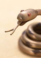 ヘビの置物