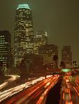 車の光跡と夜景