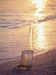 波打ち際の瓶