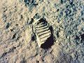 月への最初の一歩(NASA提供)