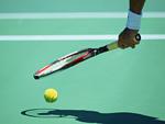 テニスボールとラケット