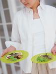 魚料理と女性