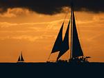 夕焼けとヨット