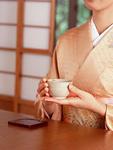 日本茶を飲む