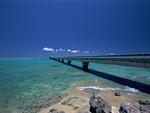 池間大橋と海