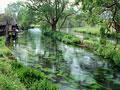 水車小屋のある川辺