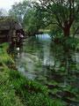 水車小屋のある川