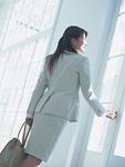 出勤する女性