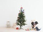 クリスマスツリーと子供たち