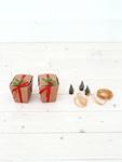 ミニクリスマスツリーとギフトボックス