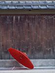 花見小路の竹垣と番傘