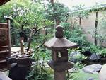石灯籠と庭