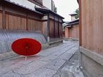 石塀小路と番傘