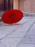 石畳と番傘
