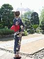 タイトル:日傘をさす浴衣の女性