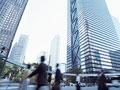 ビル街とビジネスマン