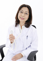 聴診器を持つ女医