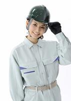 笑顔の建設作業員