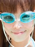 水中メガネの女性