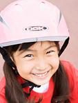 ヘルメットを被った少女