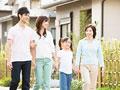 タイトル:散歩をする家族