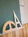 黒板の分度器と三角定規