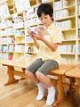 読書する小学生