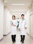 医師と女医