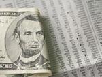 ドル紙幣と新聞